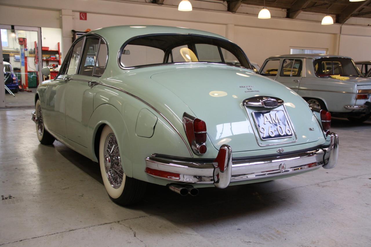 Jaguar MK II (65)