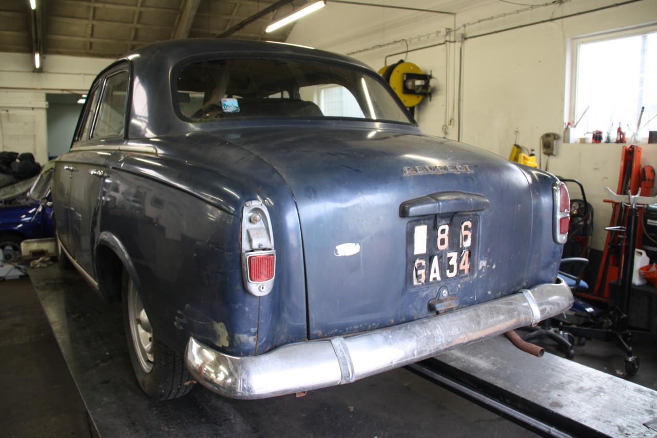 Peugeot 403 (47)