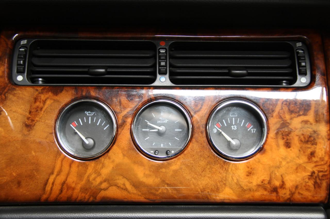 Jaguar XK 8 (11)