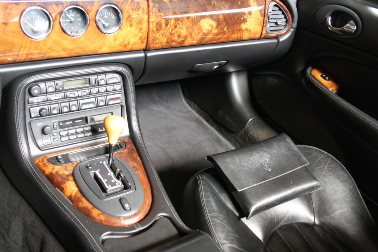 Jaguar XK 8 (12)