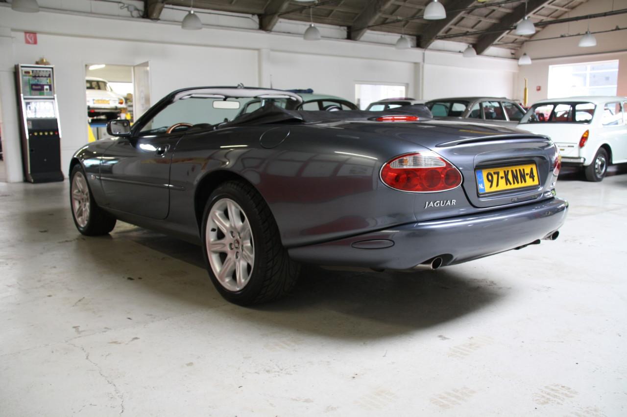 Jaguar XK 8 (18)