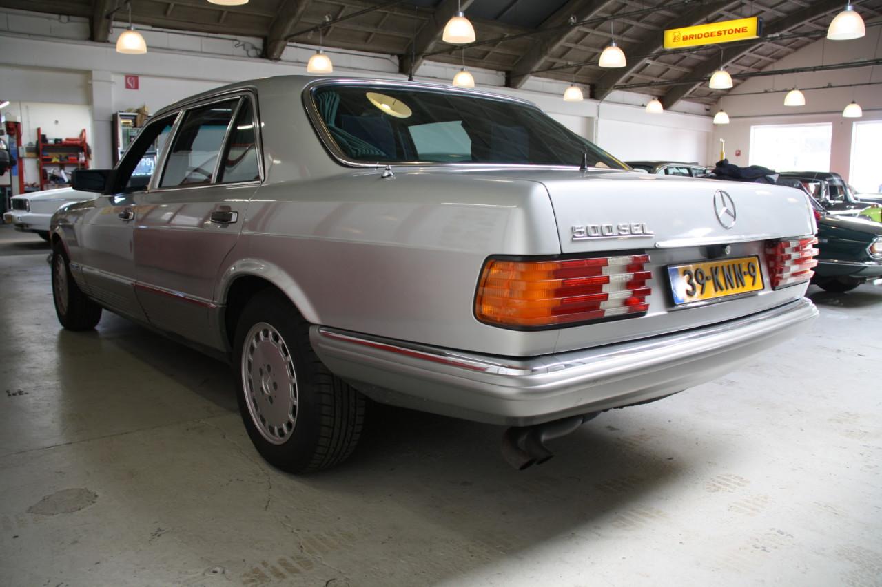 Mercedes 500 SEL (50)
